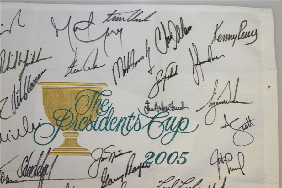 2005 President's Cup Flag Signed by Both Teams - Woods, Nicklaus, Mickelson, others JSA ALOA